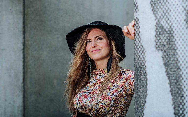 Laulaja-lauluntekijä Mirkka Paajanen